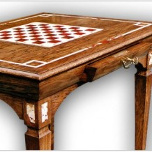 Modernūs mediniai klasikiniai stalai Klaipėdoje