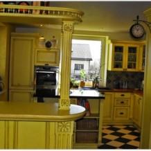 Klasikiniai mediniai virtuvės baldai Klaipėdoje